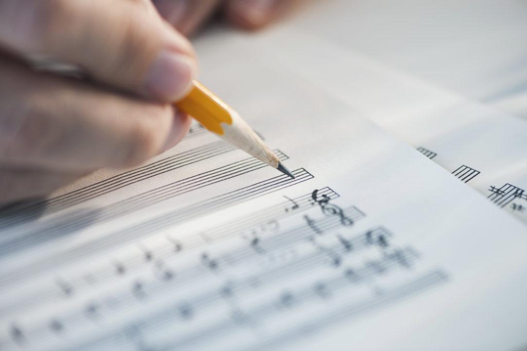 【2021年最新版】エンドロールオススメ曲ランキングTOP10【邦楽/感動系】ISUM