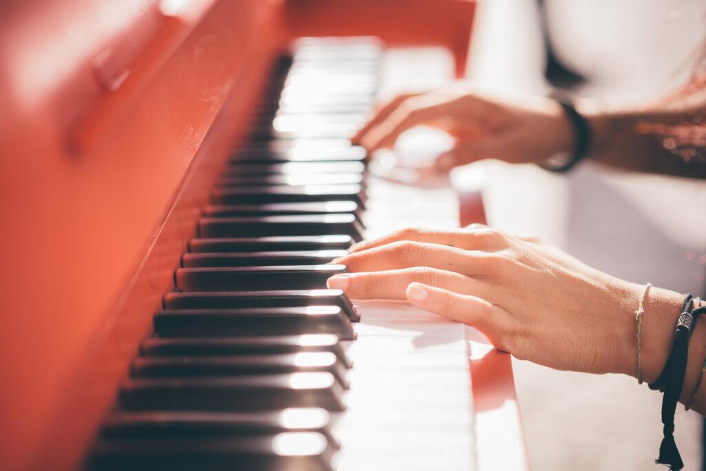 【2021年最新版】プロフィールムービーオススメ曲ランキングTOP10【男性ボーカル/女性ボーカル】ISUM(アイサム)対応